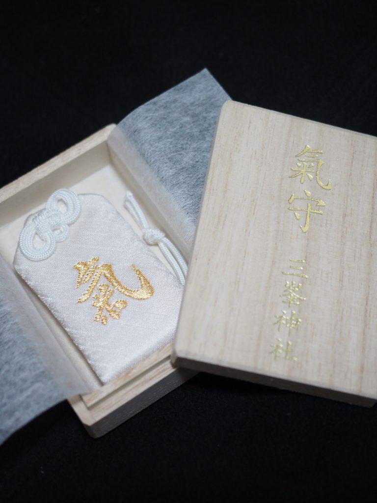 三峰神社の白い氣守り
